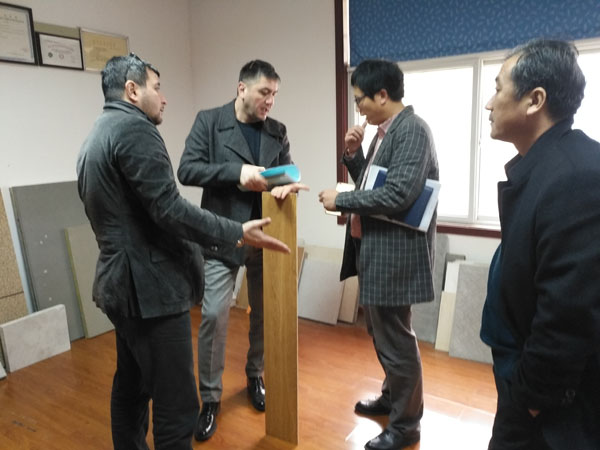 Azerbaijan customers visit the company glass magnesium board equipment