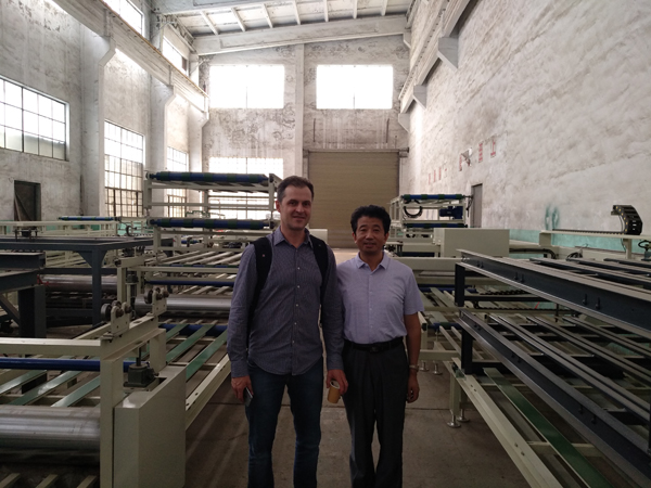 Football Kingdom - Brazilian customers to the company to inspect glass magnesium board equipment